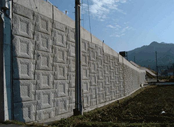 多数アンカー補強土壁工法